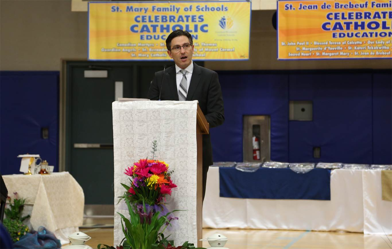 Welcoming students and staff to the Catholic Education Week Opening Mass, Catholic Education Week Co-Chair Adrian De Tullio encouraged schools to engage in activities that highlight the theme, Renewing the Promise, and the five sub-themes of Catholic Education Week. Photo by Jenna Madalena.